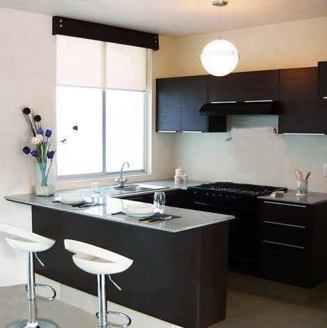 cozinha preta e branca com banquetas brancas