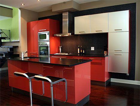cozinha vermelha com pastilhas pretas