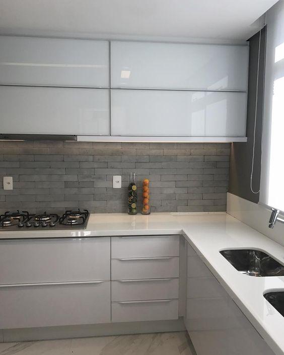 cozinha com ardósia na parede