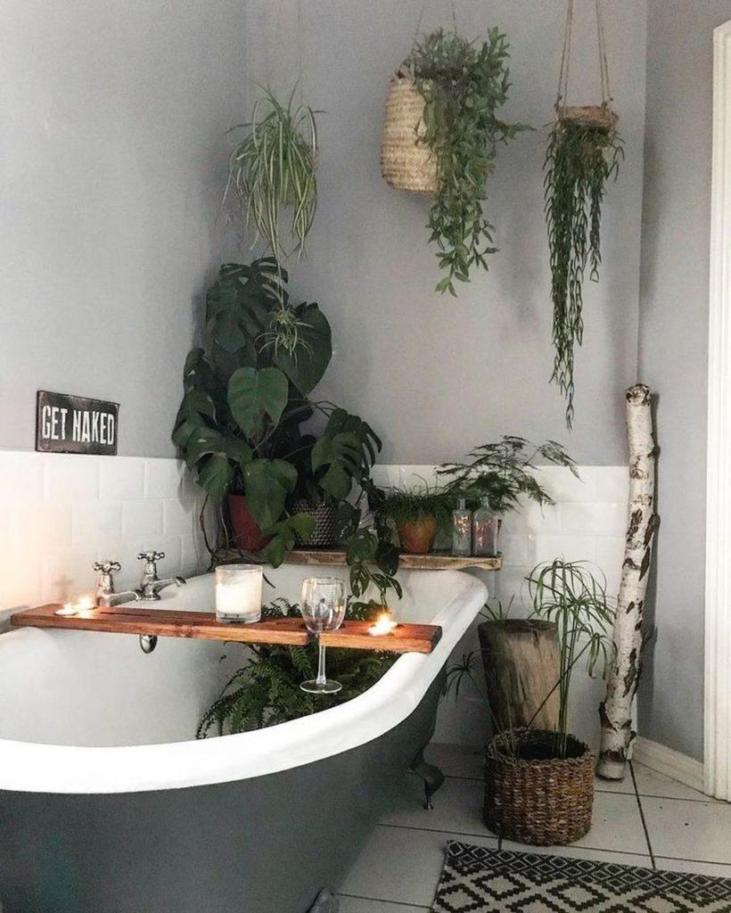 banheiro com jardim suspenso