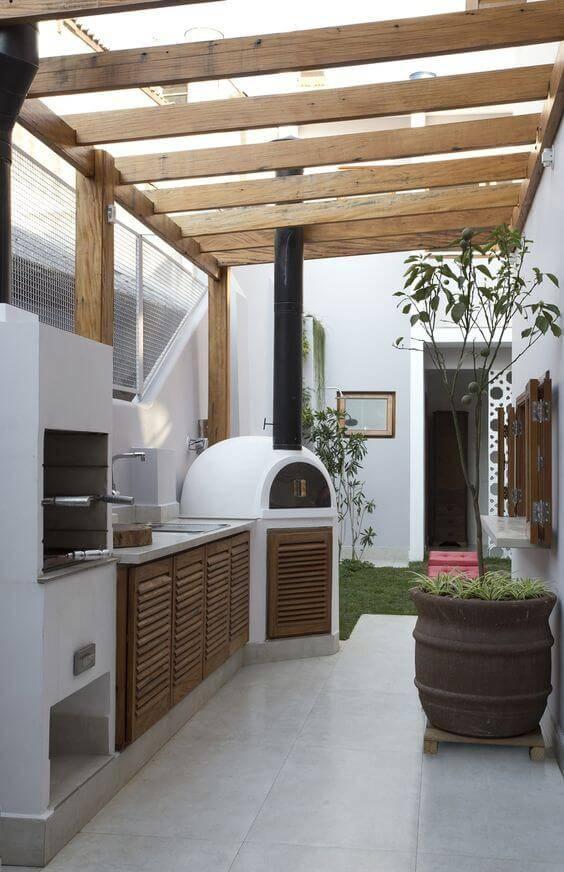 Modelos de edícula: Área gourmet traz churrasqueira e forno a lenha.