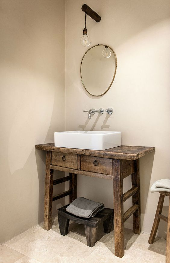 Aparador como gabinete de banheiro e cuba de apoio.