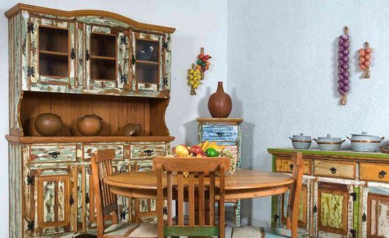 Móveis rústicos compõem esa cozinha.