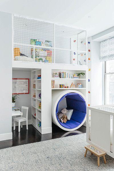quarto de criança multifuncional branco.