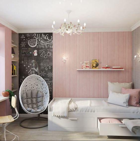quarto feminino com parede lousa.