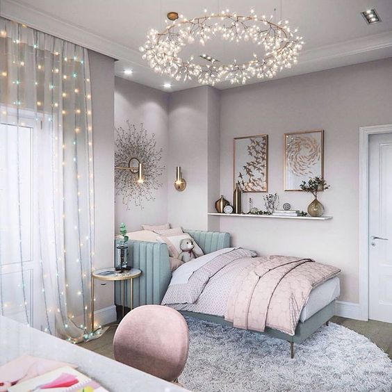 quarto adolescente dourado com lustre de flores