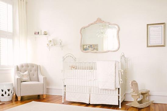 quarto totalmente branco infantil