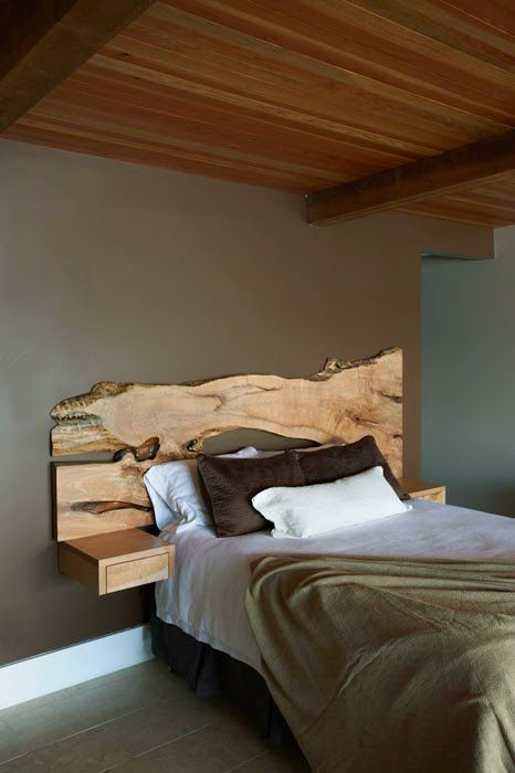 quarto simples com cabeceira de madeira de demolição