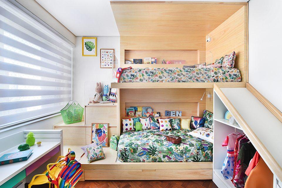 cama suspensa com escorregador e escada