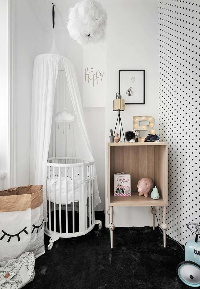 quarto de bebê escandinavo preto e branco.