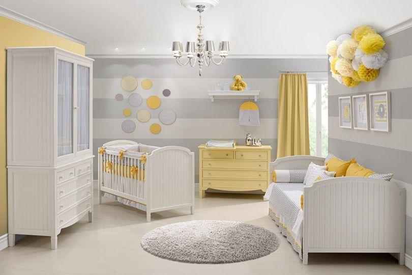 quarto de bebê menino parede com listras cinza e branco.