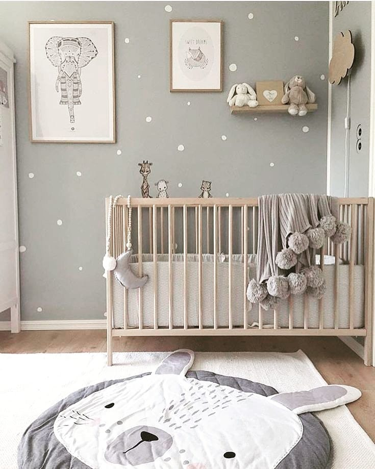 quarto de bebê cinza com poá branco escandinavo