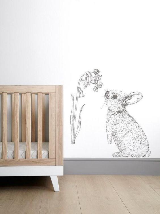 quarto de bebê minimalista com coelho.