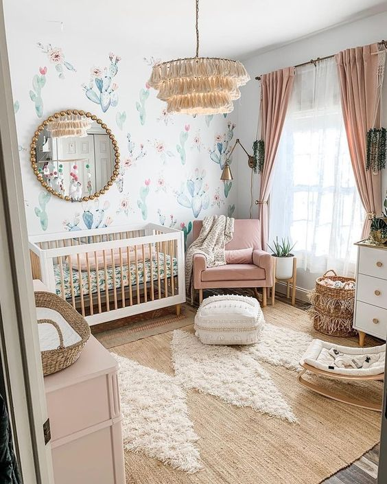 quarto de bebê  menina com papel de parede de cactus