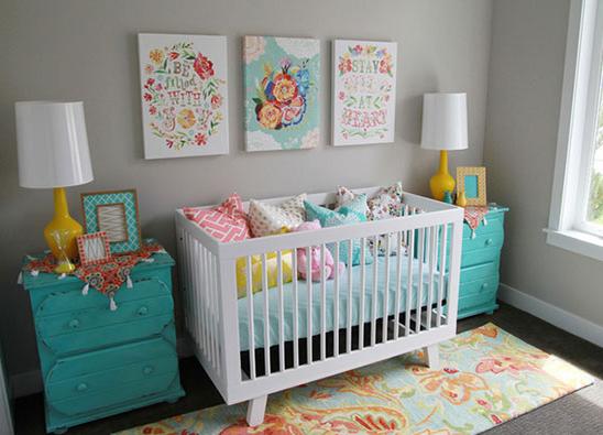 quarto de bebê menina colorido com azul turquesa
