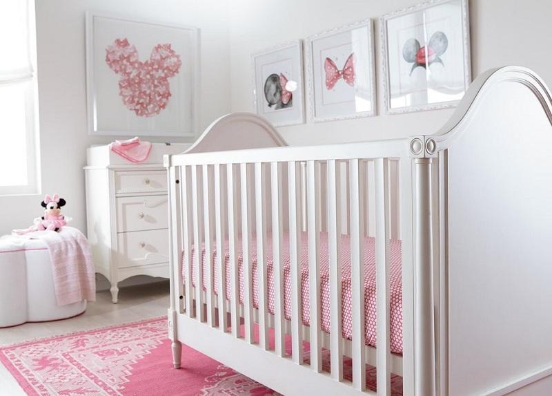 quarto de bebê menina rosa com a minnie