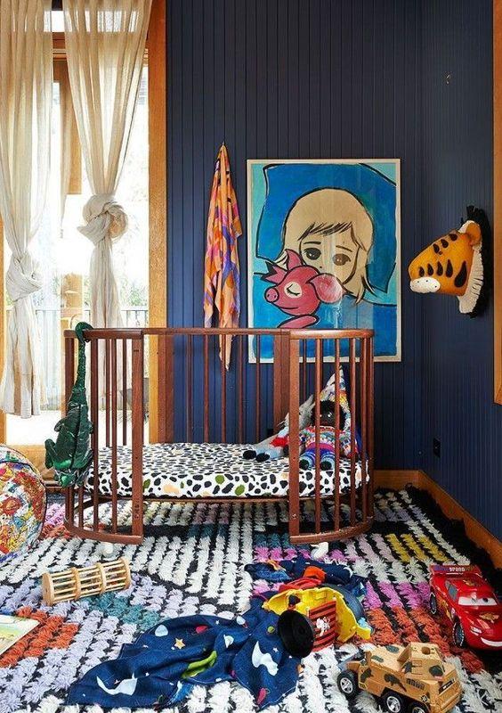 quarto com lambri azul escuro