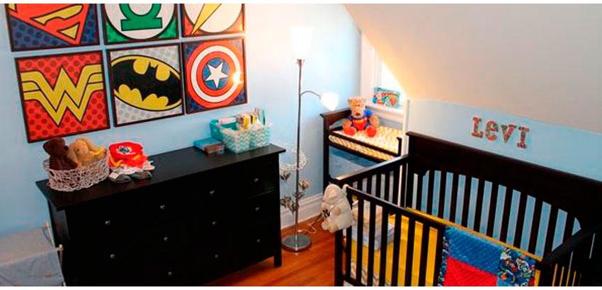 quarto de bebê super heróis colorido