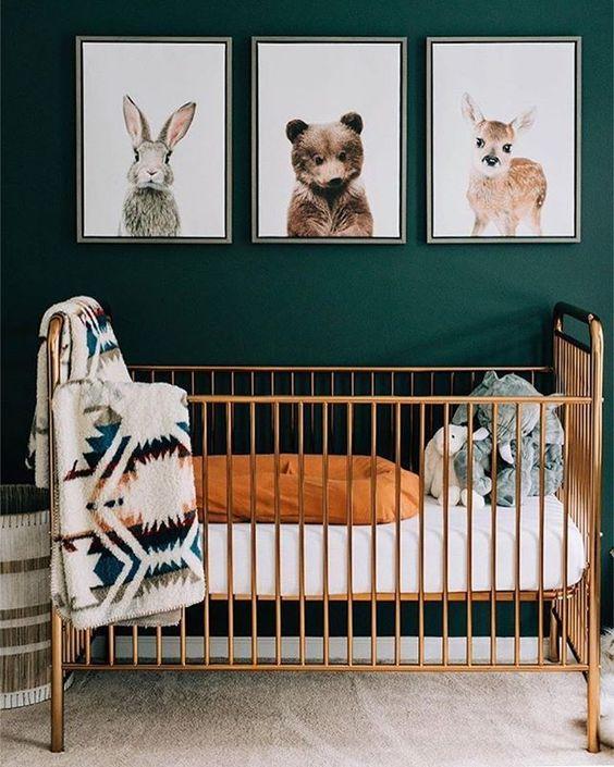 Quarto de bebê menino vintage ver pinheiro com dourado