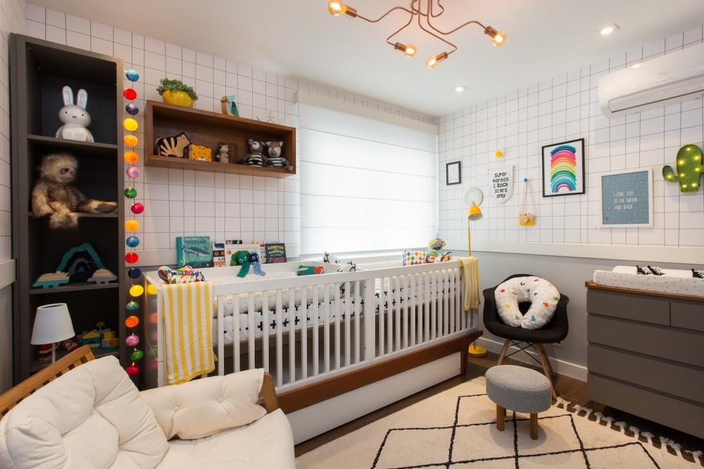 quarto de bebê berço gêmeos colorido