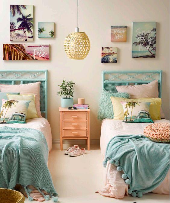 quarto feminino duas camas azuis