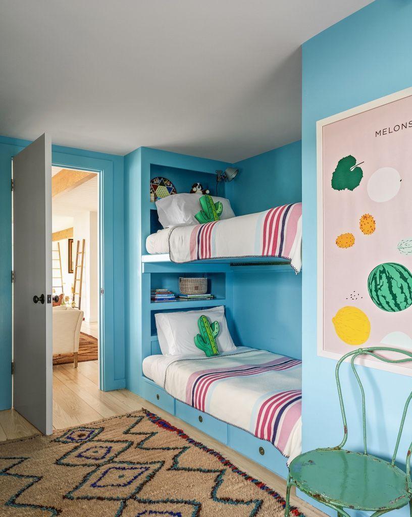 quarto de criança com beliche azul menino.