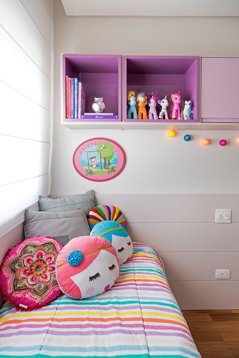 quarto feminino de criança cinza com roxo.