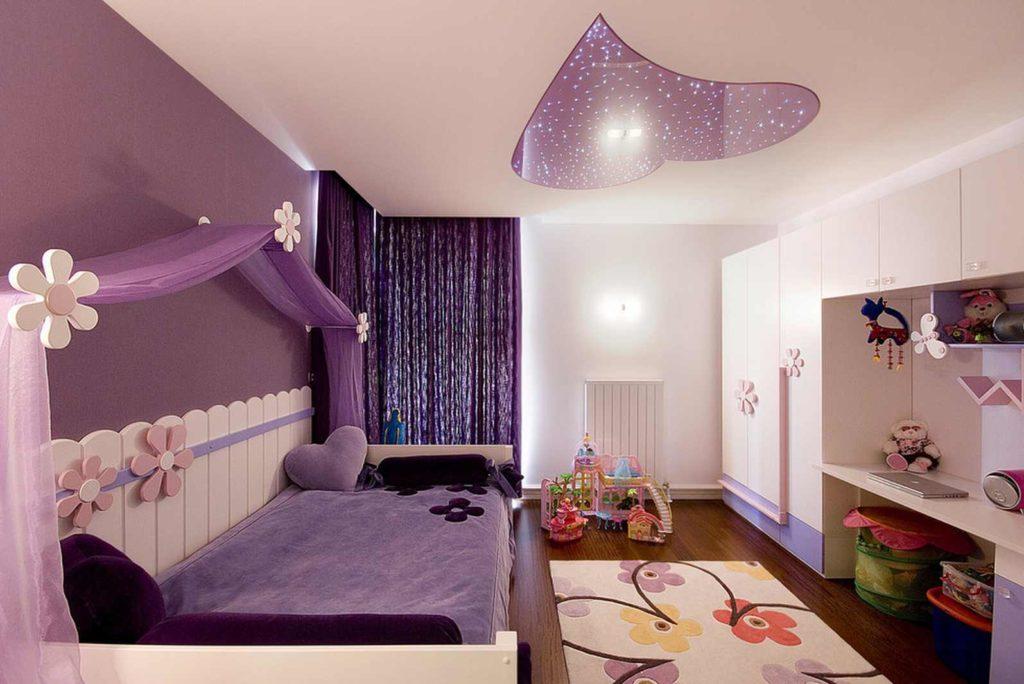 quarto de menina roxo e lilás com teto rebaixado