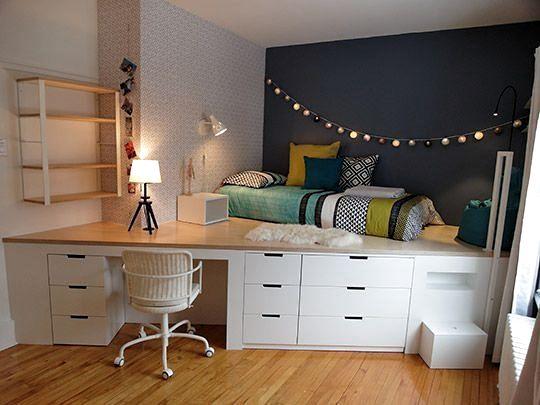 quarto com ângulo planejado com escrivaninha e cama