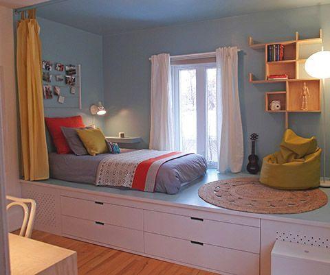 quarto de criança com cama e cômoda planejada.