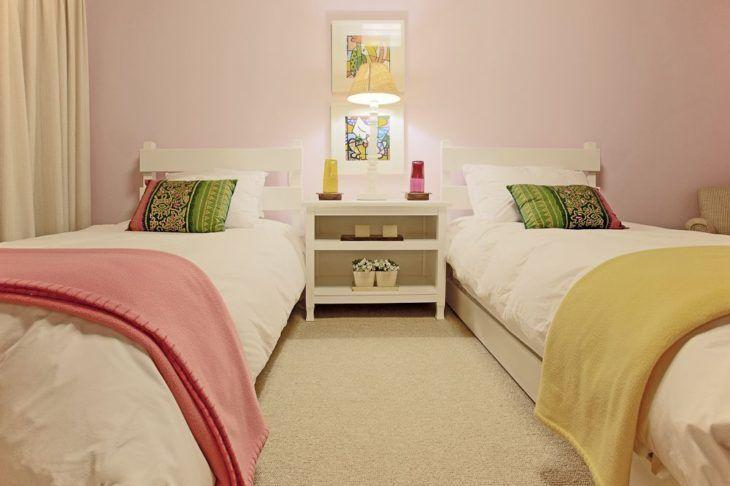Quadro para quarto de menina com duas camas.