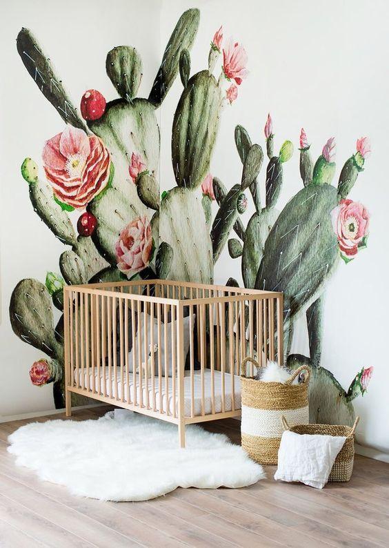 quarto de bebê menina com papel de parede cactus