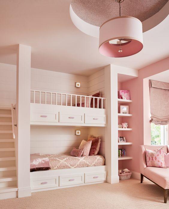 beliche com gaveteiro e nichos rosa