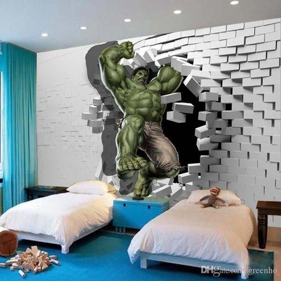 Quarto de menino com adesivo do Hulk.