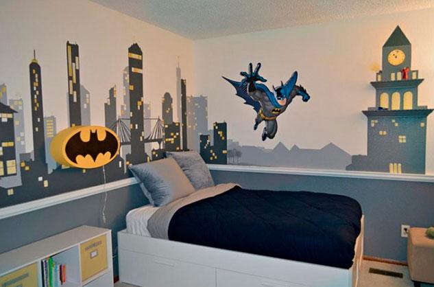 Quarto de menino com decoração do Batman.