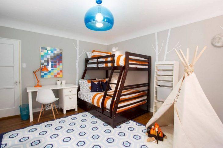 Lustre moderno azul no quarto infantil.