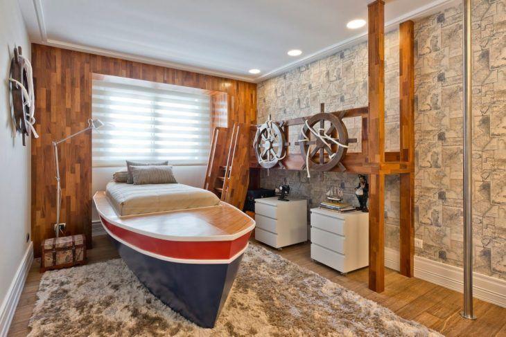 Decoração infantil com cama dentro do barco.