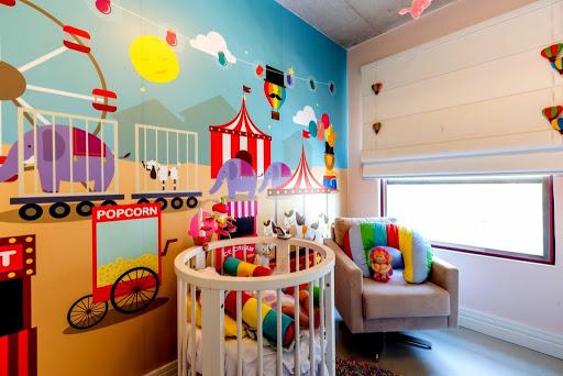 quarto colorido com motivo circo