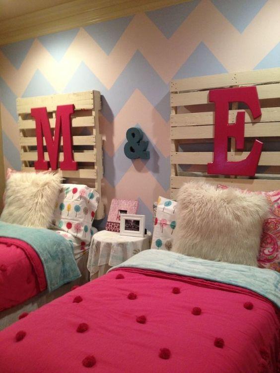quarto de criança com cama de palete