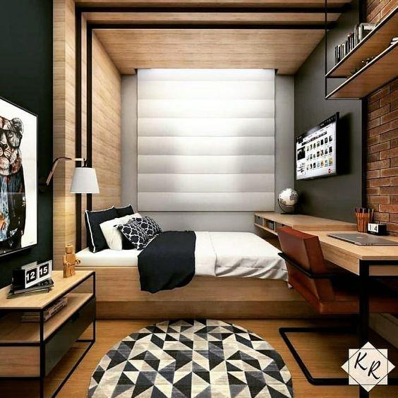 Decoração de madeira no quarto de solteiro.