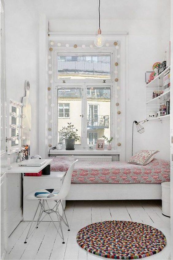 quarto branco de mulher com espelho camarim