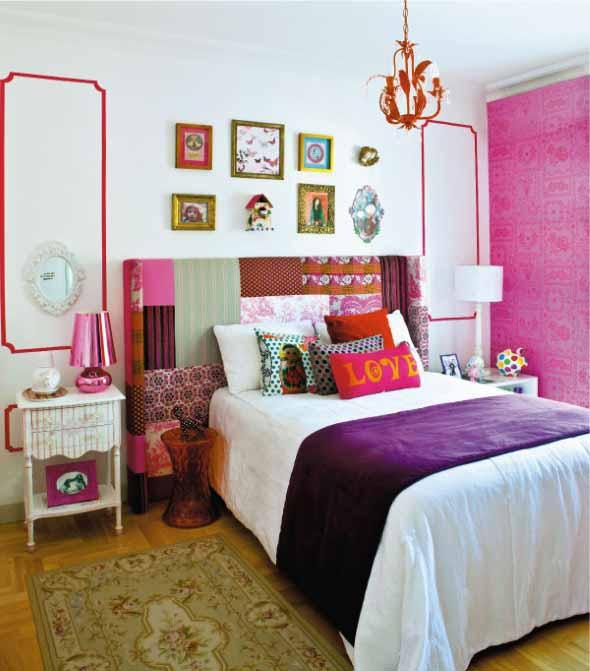 quarto feminino colorido com cabeceira de retalhos