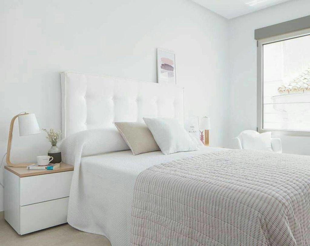 quarto de solteiro totalmente  branco