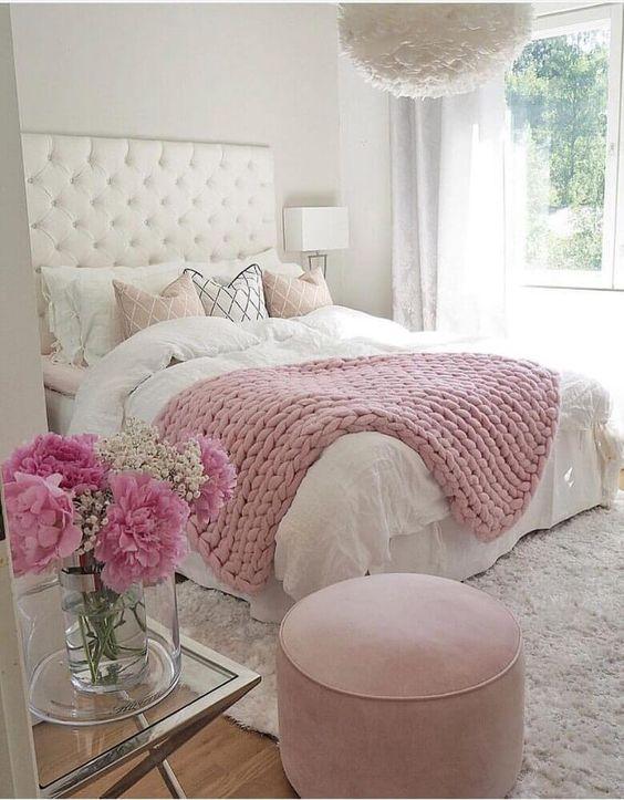 quarto romântico branco e rosa