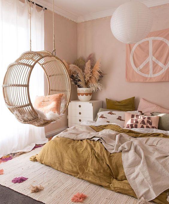 quarto feminino rosa com balanço de fibra