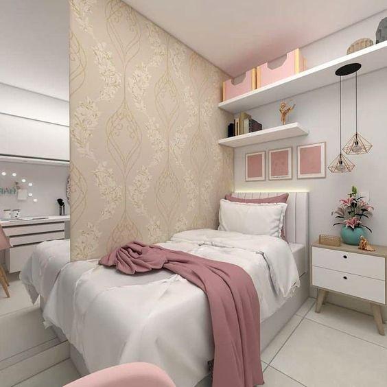 quarto feminino adulto com espelho e pendente diamante