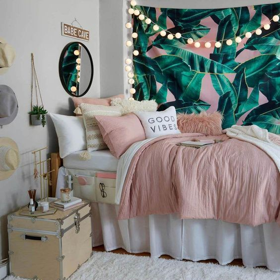 quarto feminino solteiro ver e rosa  com espelho na cabeceira