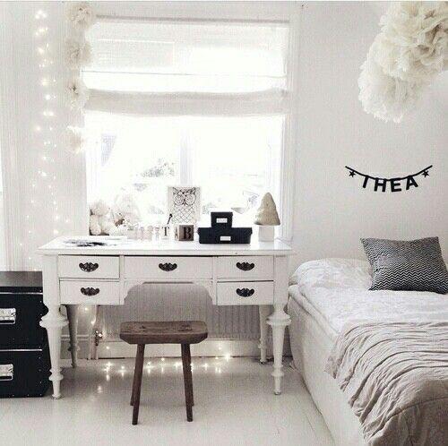 quarto branco com móvel antigo tumbrl