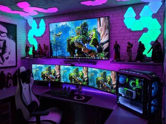 Setup gamer com iluminação fluorescente.