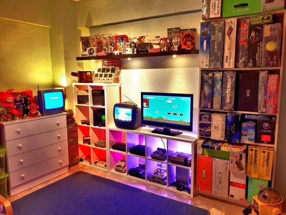 Decoração com consoles de video-games.